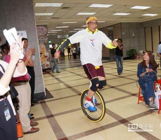 【報導】70歲大律師陳長文 愛撇獨輪車